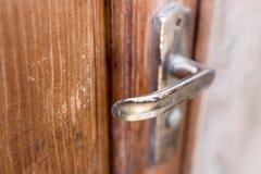 Ручка на старой деревянной двери Стоковое фото RF