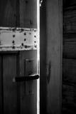 Ручка на старой деревянной двери Стоковые Фотографии RF