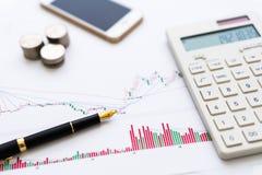 Ручка предпосылки, K-линия диаграмма, мобильный телефон, калькулятор стоковое фото