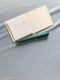 Ручка примечания и зеленого цвета Стоковое Изображение