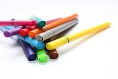 Ручка цвета Куча при ручки цвета изолированные на белой предпосылке Текстура предпосылки цвета, деятельность при войлок-ручки Пот стоковые фотографии rf