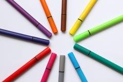 Ручка цвета Куча при ручки цвета изолированные на белой предпосылке Текстура предпосылки цвета, деятельность при войлок-ручки Пот стоковое изображение