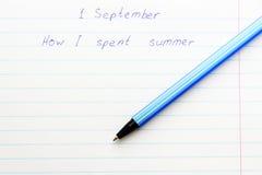 Ручка шариковой авторучки титра в тетради школы Стоковая Фотография