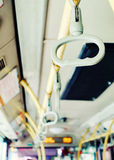 Ручка шины, везет интерьер на автобусе стоковые изображения
