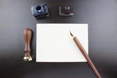 Ручка, штемпель, конверт, бак чернил и воск стоковые фотографии rf