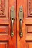 Ручки двери как коричневый цвет предпосылки деревянный Стоковое Изображение