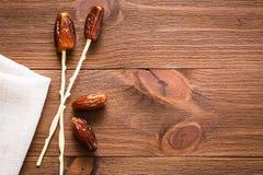 Ручки высушенных дат помадки положенные плодоовощ дальше для еды Стоковое Изображение RF