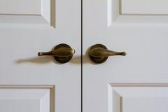 Ручки двери закрытых двойных дверей Стоковое Изображение RF