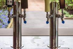 Ручки крана пива на внешнем приеме по случаю бракосочетания Стоковая Фотография