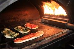 ручки пиццы выпечки Стоковые Фотографии RF
