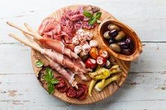 Ручки плиты и хлеба холодного мяса Стоковое Изображение RF