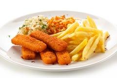 Ручки рыб с фраями француза и vegetable салатом стоковые фото