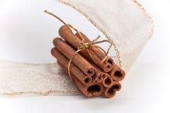 ручки стога тесемок золота циннамона Стоковые Изображения