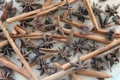 Ручки циннамона и звезды анисовки Стоковая Фотография