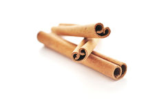 Ручки циннамона и поднимающее вверх еды близкое Стоковое Изображение RF