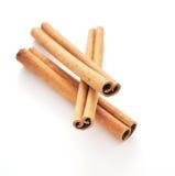 Ручки циннамона и поднимающее вверх еды близкое Стоковое Изображение