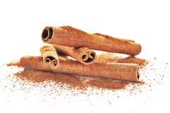 Ручки циннамона и поднимающее вверх еды близкое Стоковые Фото