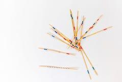Ручки Mikado разбросали на белую предпосылку - 2 стоковое фото