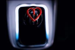 Ручная коробка передач в автомобиле с сердцем Стоковая Фотография RF