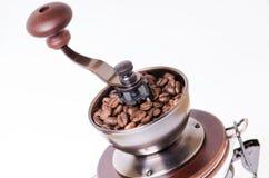 Ручной механизм настройки радиопеленгатора с кофейными зернами изолировано Белая предпосылка Самомоднейший тип зажаренный в духов Стоковые Изображения