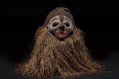 Ручной работы африканская маска при веревочки имитируя волосы Стоковое Изображение RF