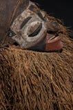 Ручной работы африканская маска при веревочки имитируя волосы Стоковая Фотография RF