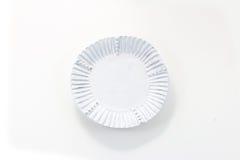Ручной работы белая плита фарфора с рифленной оправой стоковое изображение