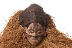 Ручной работы деревянная африканская маска при веревочки имитируя волосы людск Стоковое фото RF