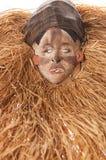 Ручной работы деревянная африканская маска при веревочки имитируя волосы людск Стоковое Изображение
