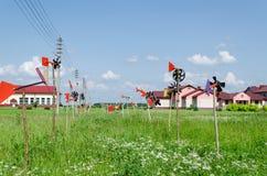 Ручной работы закрутка собрания pinwheel в ветре Стоковое фото RF