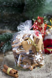 Ручной работы подарок установленный с печеньями gingerbread Стоковые Изображения