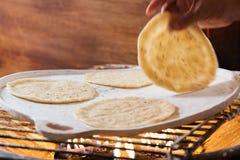 Ручной работы свежий tortilla мозоли Стоковая Фотография RF