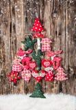 Ручной работы традиционное украшение рождества на древесине стоковое фото