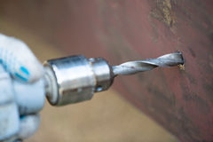 Ручной сверлить metall Стоковые Изображения