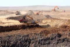 Руда загрузки экскаватора Стоковая Фотография RF