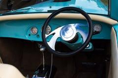 Рулевое колесо винтажного автомобиля Aqua внутреннее Стоковые Изображения