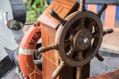 Рулевое колесо плавучего дома Стоковые Фотографии RF