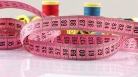 Рулоны ткани и измерение сток-видео