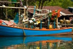 Рыбацкая лодка в малом селе Стоковое фото RF