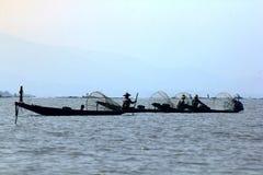 Рыбацкая лодка в озере Inle стоковая фотография