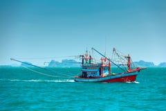 Рыбацкая лодка в открытом море Стоковая Фотография