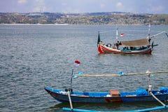 Рыбацкая лодка в пляже Jimbaran, Бали, Индонезии стоковая фотография rf
