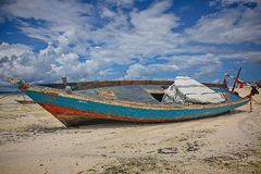 Рыбацкая лодка на малой воде Стоковое Изображение