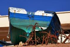 Рыбацкая лодка на пляже в Африке Стоковое Изображение