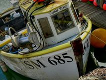 Рыбацкая лодка причаленная в Марине Великобритании Брайтона Стоковые Фотографии RF