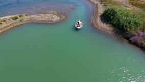 Рыбацкая лодка в красивом море сток-видео