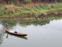 Рыбацкая лодка в реке Стоковое фото RF