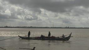 Рыбацкая лодка, Меконг, Камбоджа, Юго-Восточная Азия видеоматериал