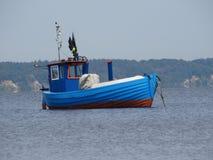 Рыбацкая лодка на море Стоковое Изображение