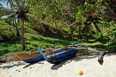 Рыбацкая лодка на пляже стоковое фото